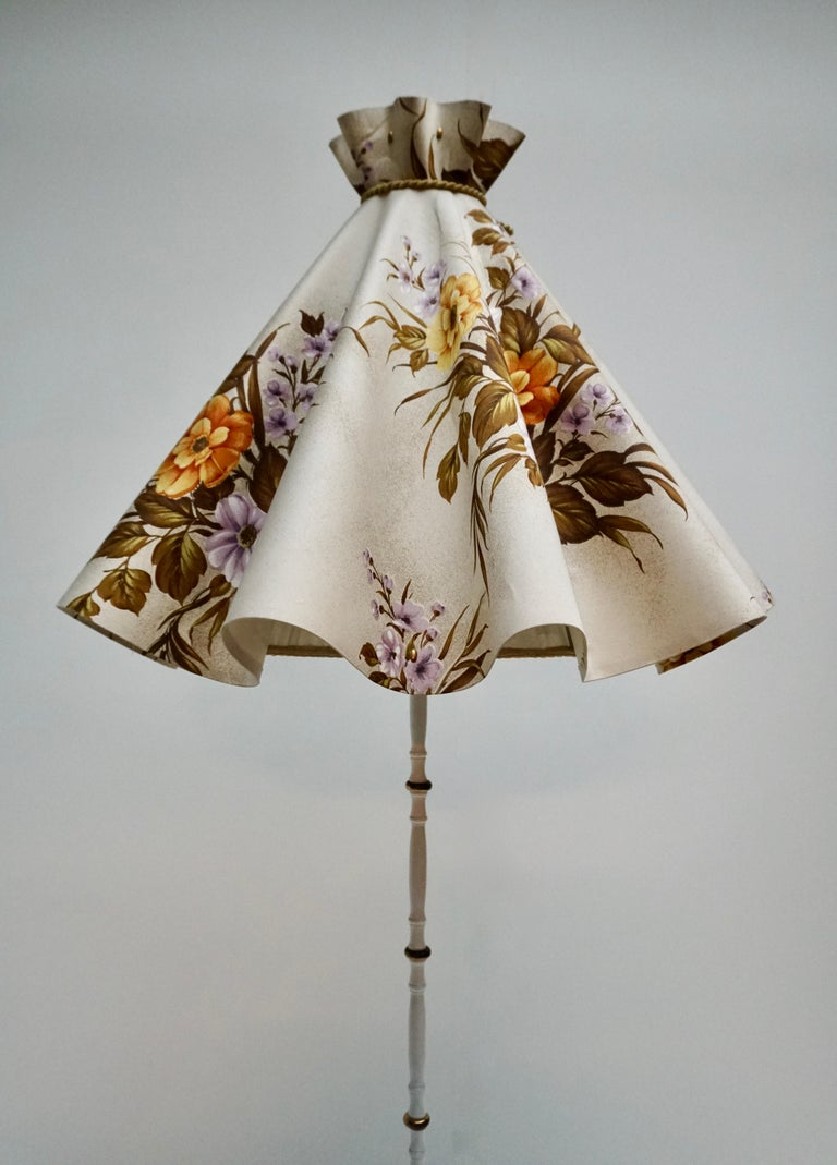 Midcentury Brass Floor Lamp, Flower Shade, Italy In Good Condition For Sale In Antwerp, BE