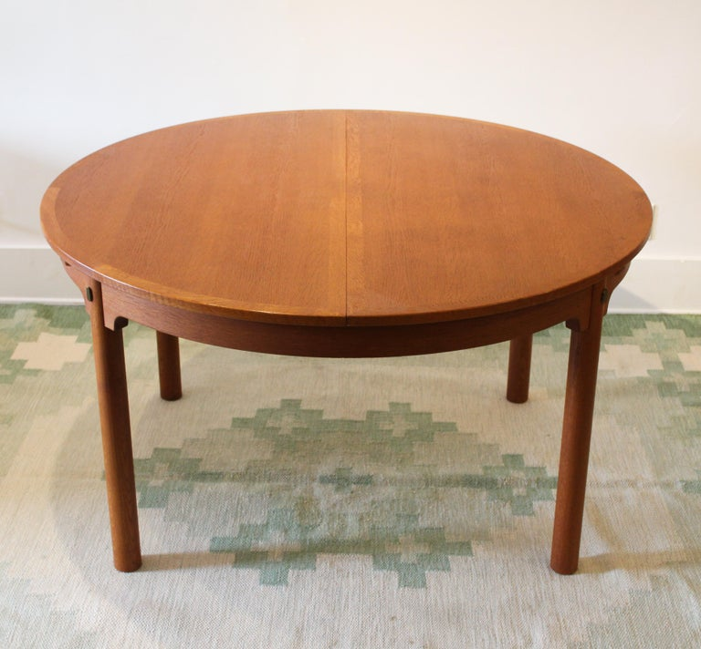 A rare example of the Öresund dining table in smoked oak (the table is more common in a regular oak finish), designed by Danish designer Børge Mogensen. The table was produced by Swedish manufacturer Karl Andersson & Söner. There are two folding