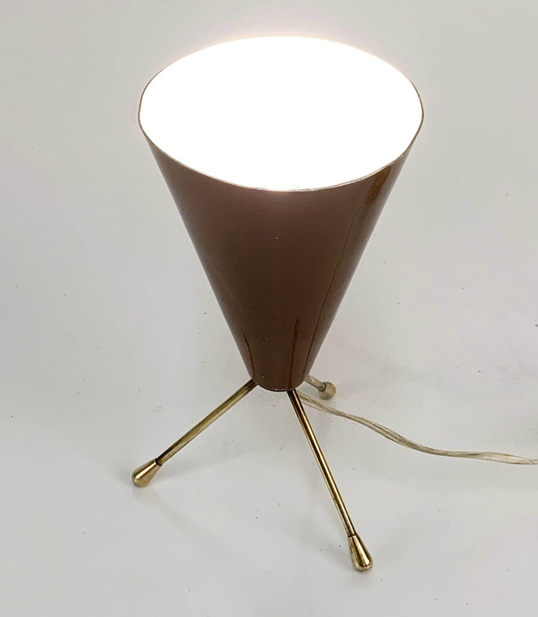 Midcentury brown and brass lacquered metal conical tripod table lamp, Italy, 1950s
