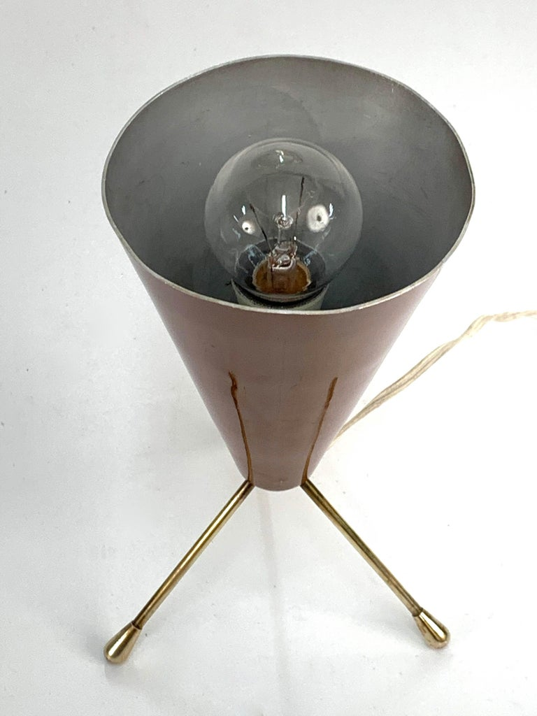 Midcentury Brown and Brass Lacquered Metal Conical Tripod Table Lamp Italy 1950s In Good Condition For Sale In Roma, IT