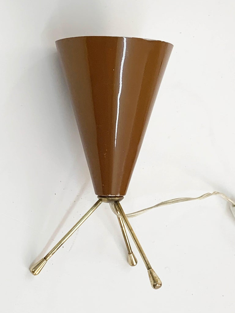 Midcentury Brown and Brass Lacquered Metal Conical Tripod Table Lamp Italy 1950s For Sale 1