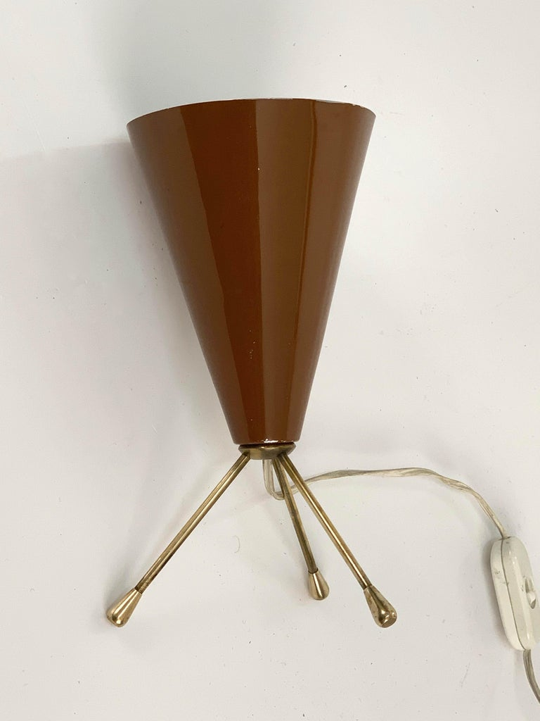 Midcentury Brown and Brass Lacquered Metal Conical Tripod Table Lamp Italy 1950s For Sale 3