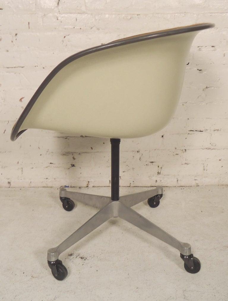 Mid-Century Modern Midcentury Bucket Chair By Herman Miller For Sale