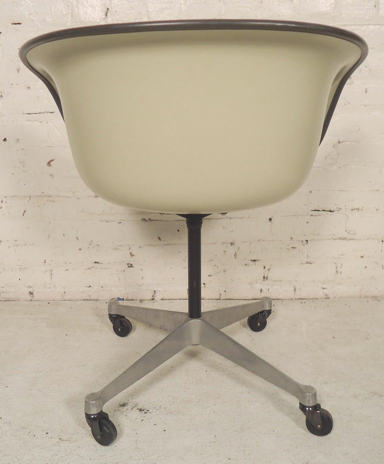 Midcentury Bucket Chair By Herman Miller In Good Condition For Sale In Brooklyn, NY
