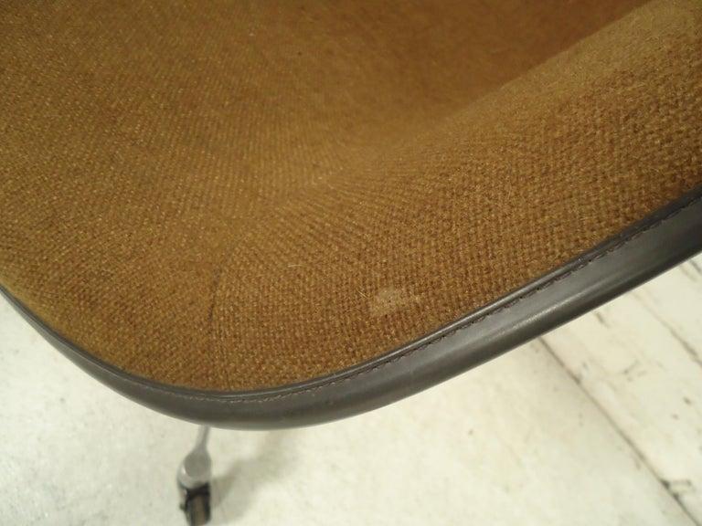 Midcentury Bucket Chair By Herman Miller For Sale 2