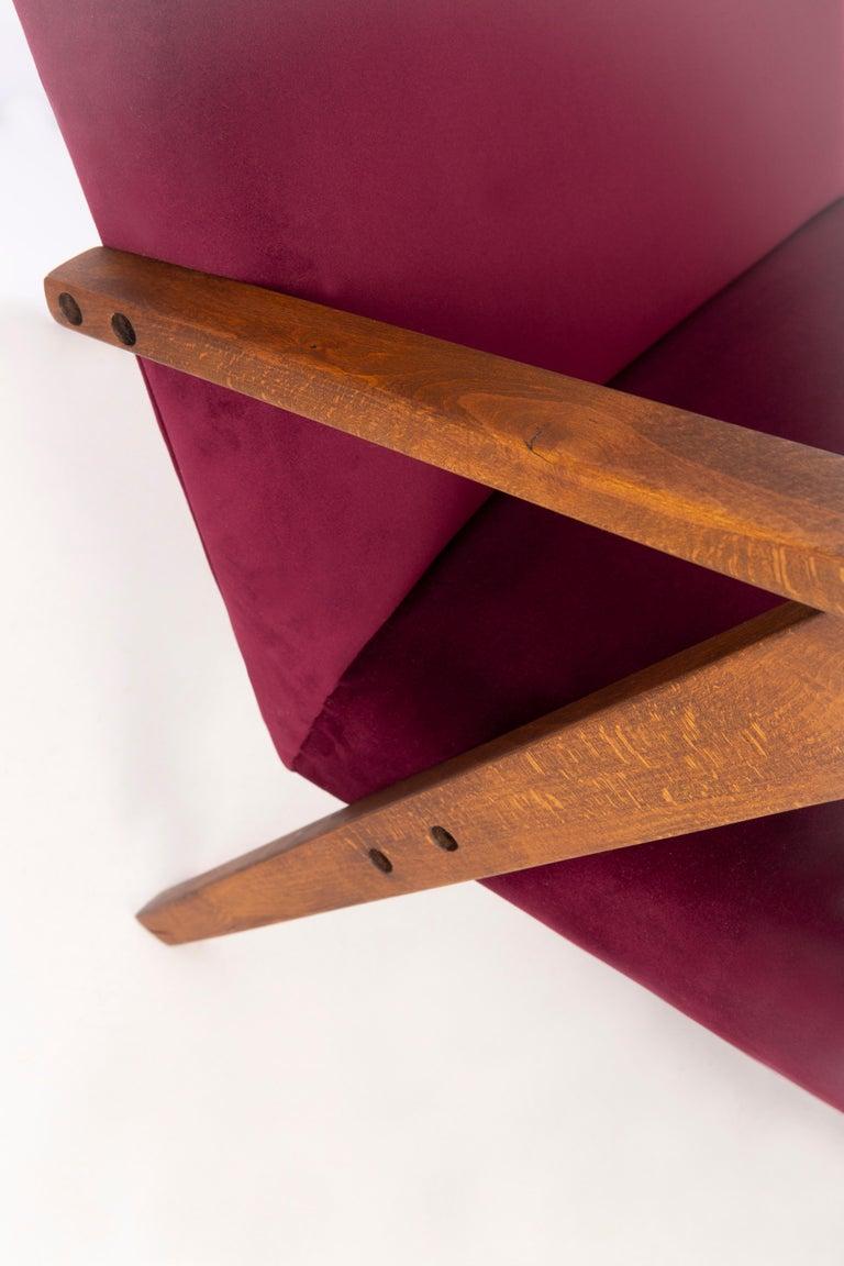 Midcentury Burgundy Velvet VAR Armchair, 1960s In Excellent Condition For Sale In 05-080 Hornowek, PL
