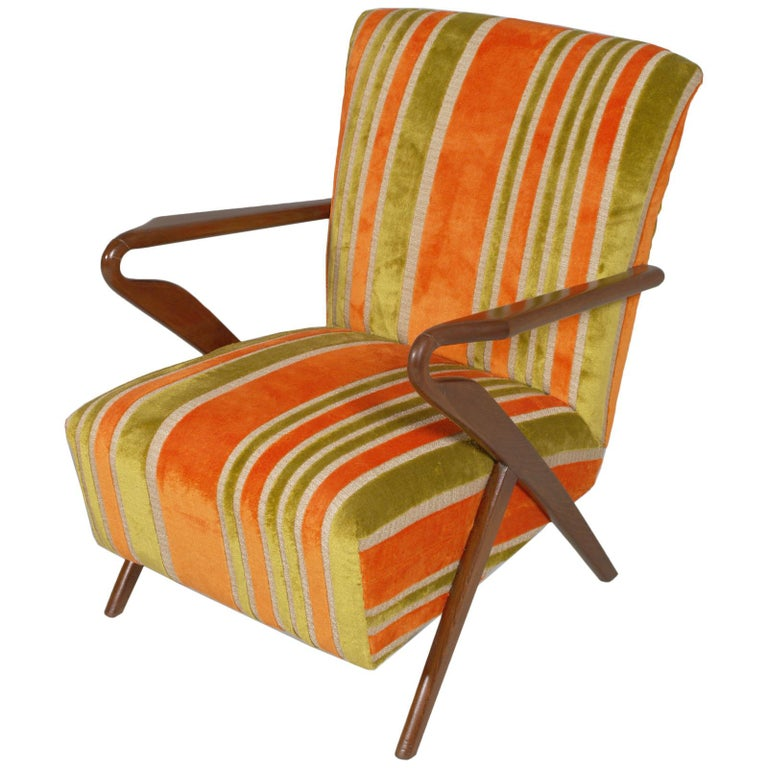 Structure in high quality blond walnut wood and patina, restored, with spring-loaded seat and upholstery of excellent quality appropriate to the importance of the set. Velvet upholstery like the original. We can sell the pieces