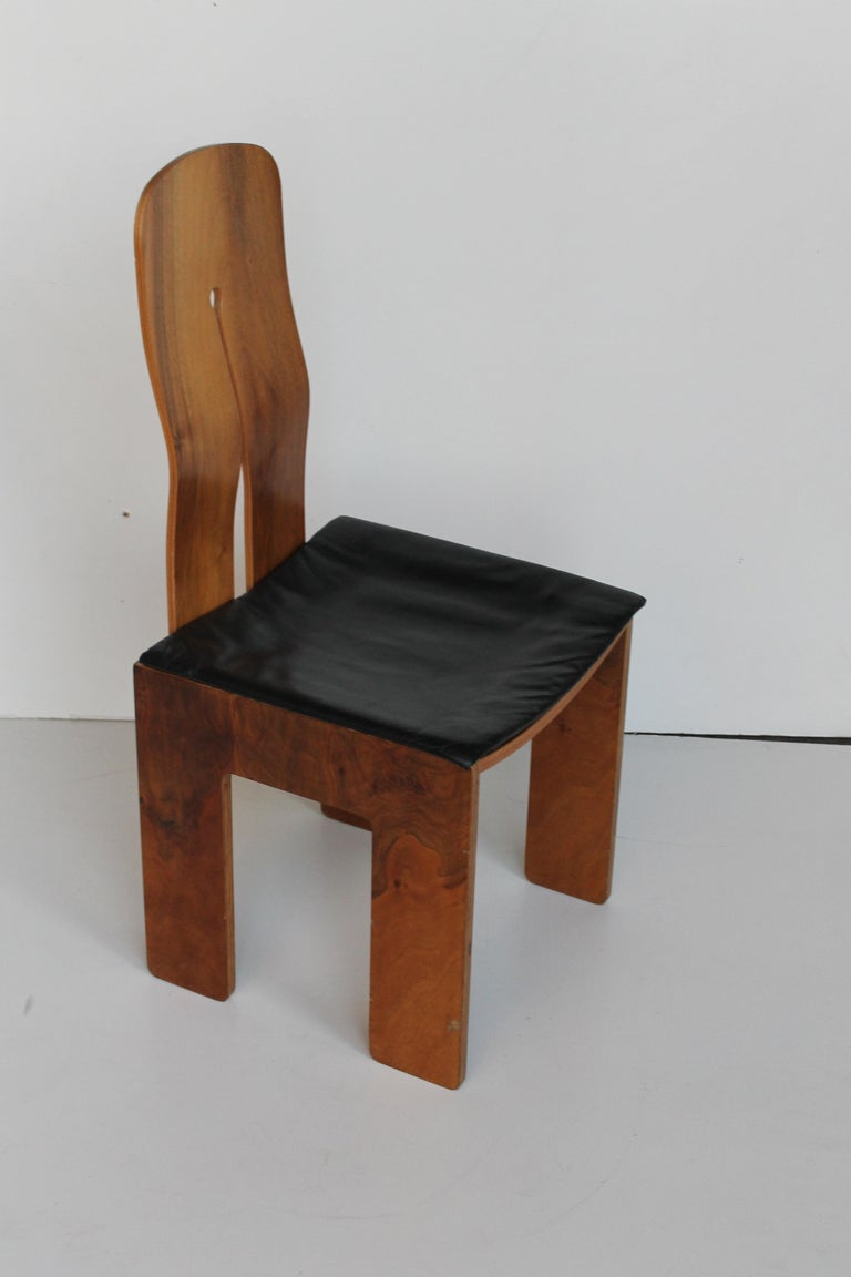 Midcentury Carlo Scarpa Walnut and Black Leather Chairs for Bernini, Italy, 1977 For Sale 5