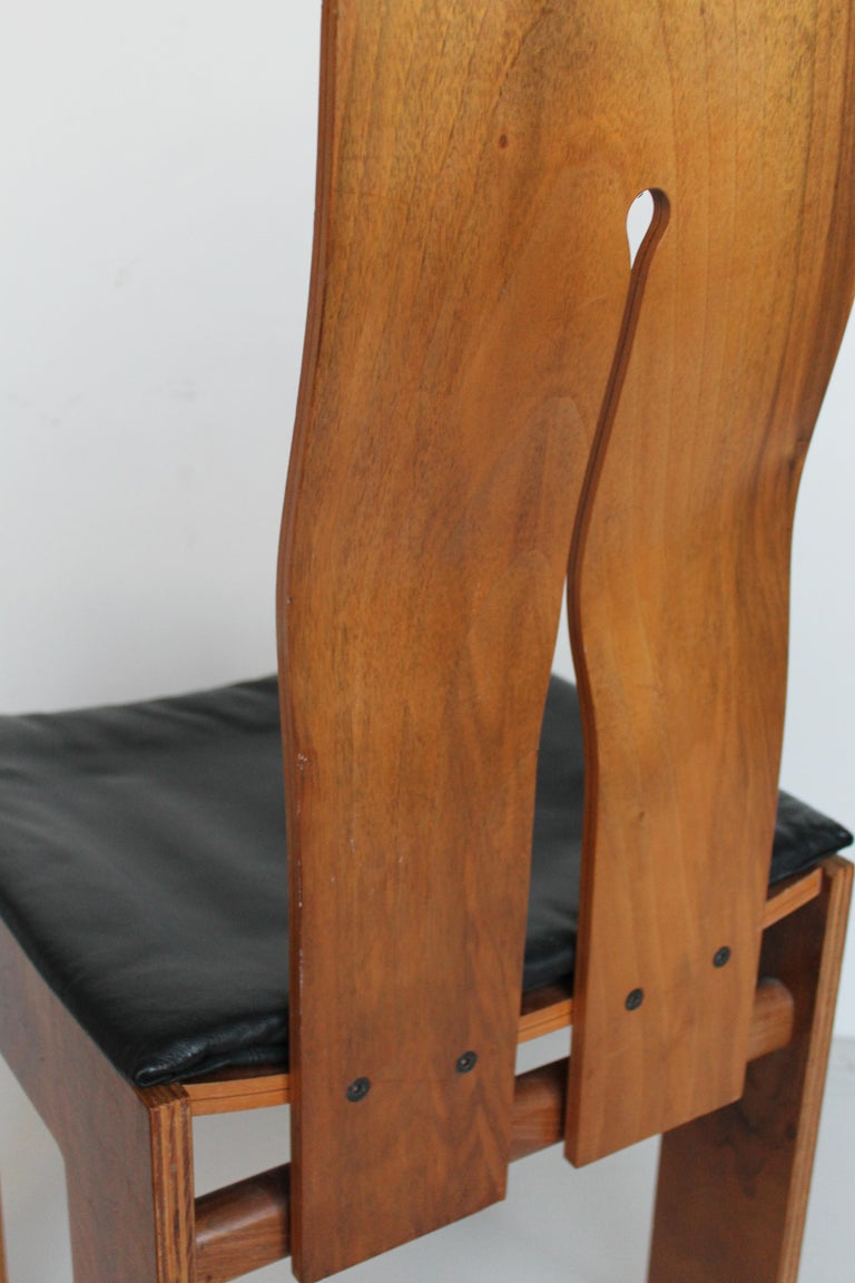 Midcentury Carlo Scarpa Walnut and Black Leather Chairs for Bernini, Italy, 1977 For Sale 6