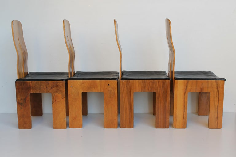 Italian Midcentury Carlo Scarpa Walnut and Black Leather Chairs for Bernini, Italy, 1977 For Sale