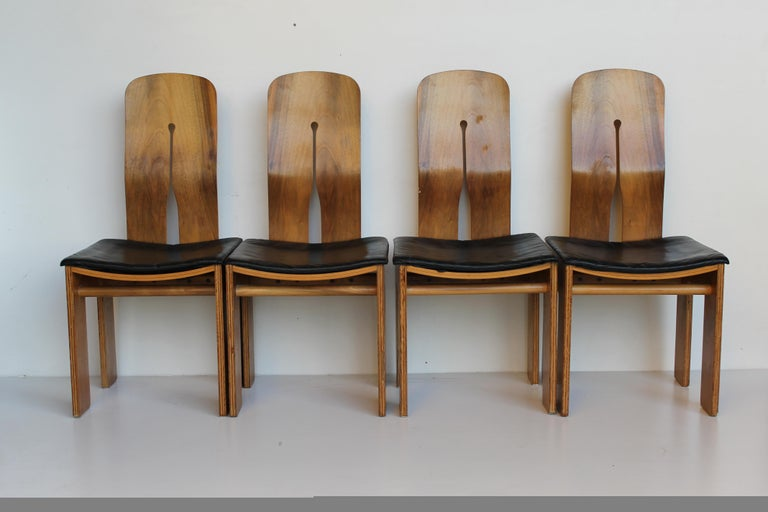 Midcentury Carlo Scarpa Walnut and Black Leather Chairs for Bernini, Italy, 1977 In Good Condition For Sale In Sacile, PN