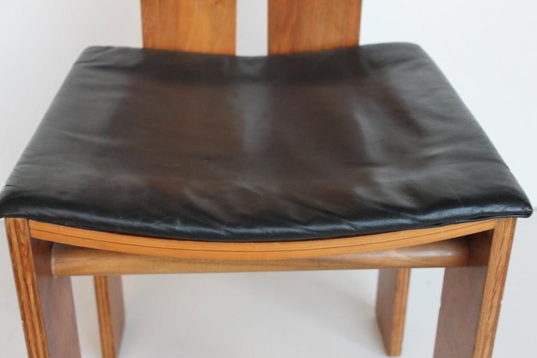 Midcentury Carlo Scarpa Walnut and Black Leather Chairs for Bernini, Italy, 1977 For Sale 1