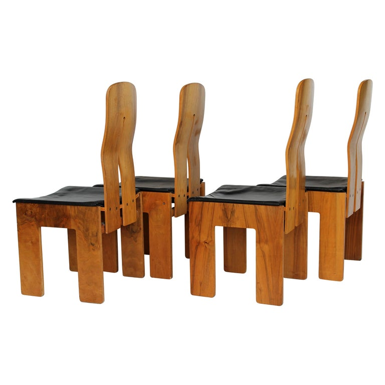 Midcentury Carlo Scarpa Walnut and Black Leather Chairs for Bernini, Italy, 1977 For Sale