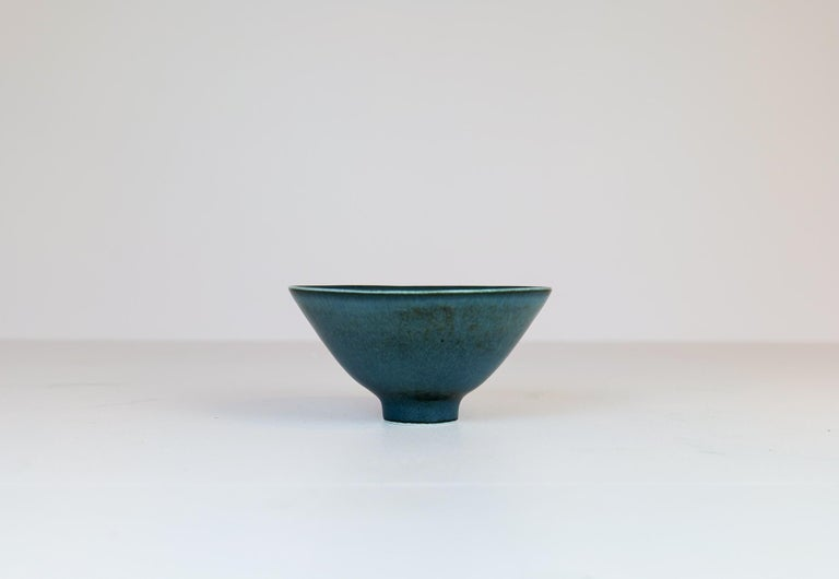 Wonderful bowl on a small foot. Manufactured in the 1950s at Rörstrand, designed by Carl Harry Stålhane. The bowl has a wonderful glaze and it lifts the shape of the bowls to be wonderful objects. Signed with SHX.  Good condition  Dimensions: H