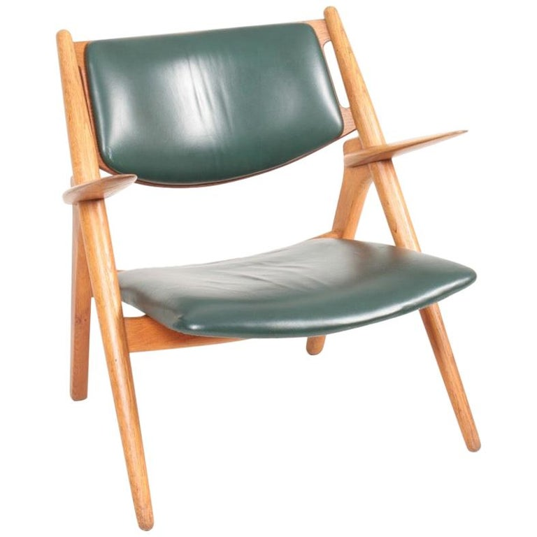 Midcentury CH-28 Lounge Chair in Oak and Patinated Leather by Hans Wegner, 1960s For Sale