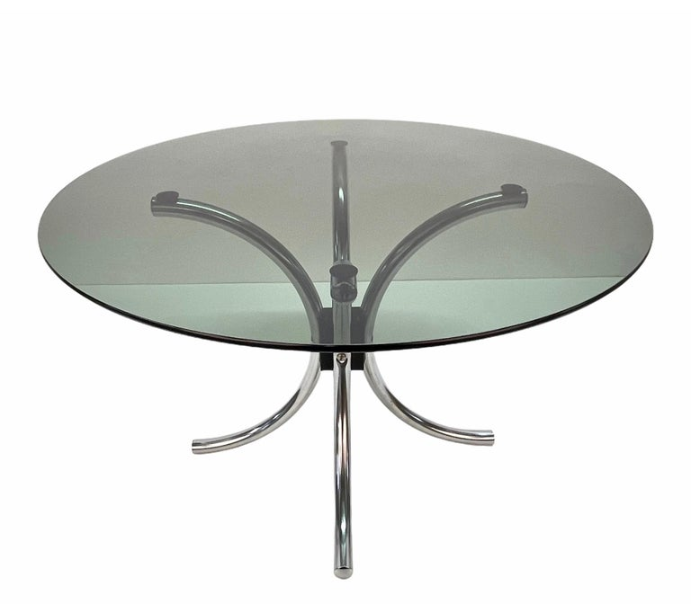 Midcentury Chromed Steel Italian Coffee Table with Smoked Glass Round Top, 1960s In Good Condition For Sale In Roma, IT