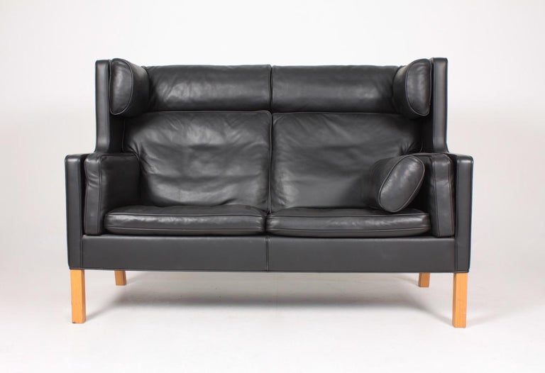 Model 2292 sofa in patinated leather, designed by Børge Mogensen and made by Fredericia furniture. Great original condition.