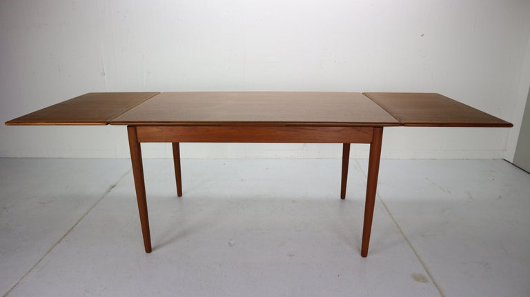 Midcentury period design extendable dining table made from teak wood. Has beautiful wood pattern and elegant legs.