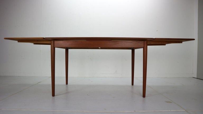 Midcentury Danish Design Extendable Teak Dining Table, 1960s In Good Condition In The Hague, NL