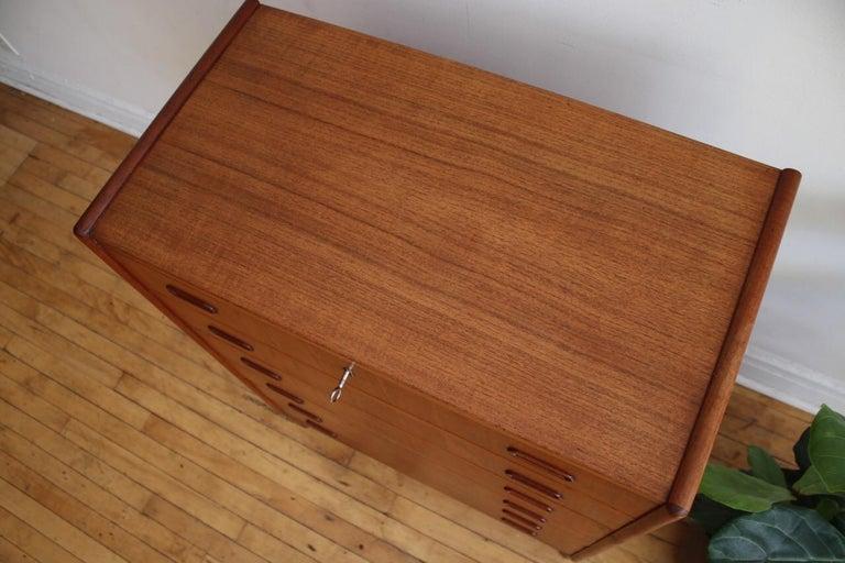 Midcentury Danish Modern Teak Highboy Dresser In Excellent Condition In Brooklyn, NY