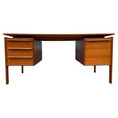 Midcentury Danish Modern Teak Large Knee Hole Desk 4 Drawers File Holder Clean