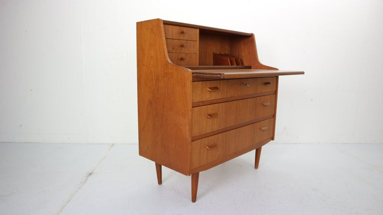 Midcentury Danish Modern Teak Wood Secretary Desk, Chest of Drawers, 1960s In Good Condition For Sale In The Hague, NL