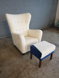Midcentury Danish Ottoman in Lambswool and Stained Beech Style of Fritz Hansen