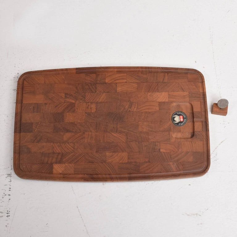 Midcentury Danish Teak Cutting Board by Digsmed Denmark, 1960s In Good Condition For Sale In National City, CA