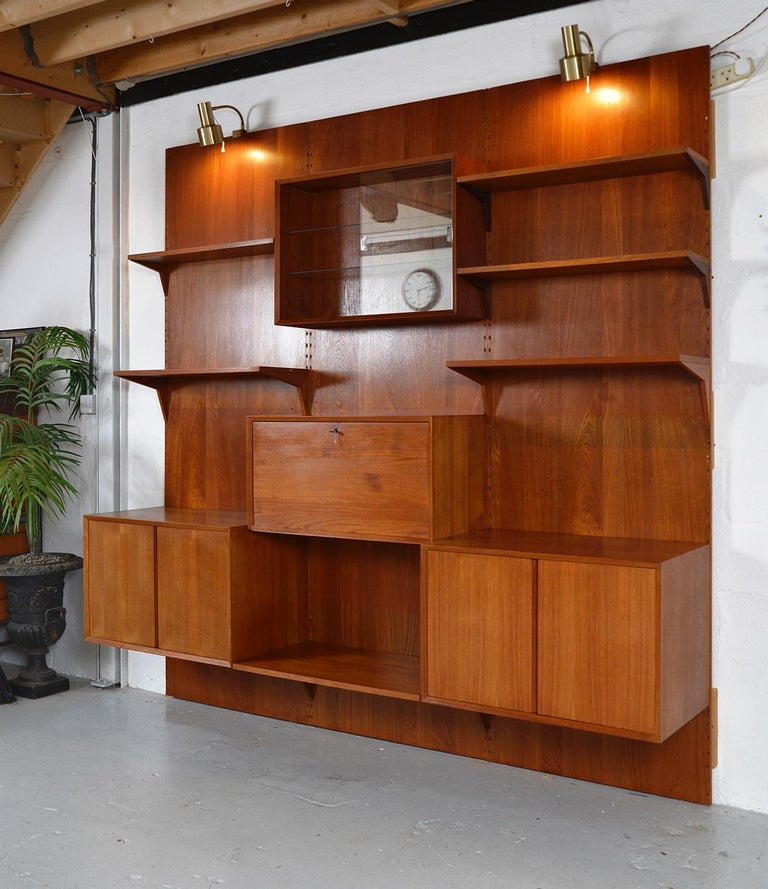 Midcentury Danish Teak System 'Cado' by Poul Cadovius Modular Wall Shelving 60s In Good Condition For Sale In Sherborne, Dorset