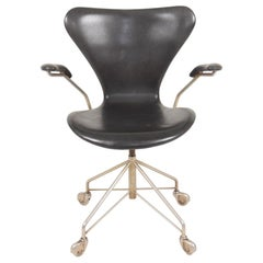 Midcentury Desk Chair Model 3117 in Patinated Leather by Arne Jacobsen, 1960s