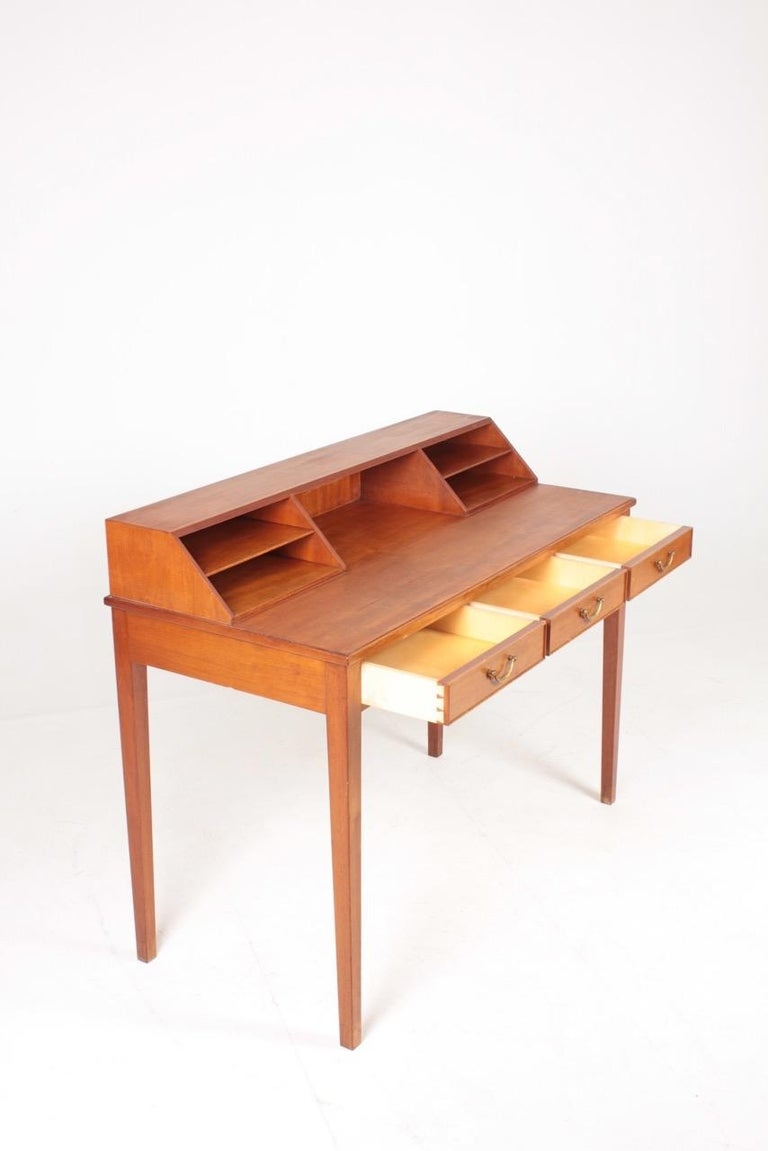 Midcentury Desk in Mahogany with Organizer Designed by Ole Wanscher, 1950s In Good Condition For Sale In Lejre, DK