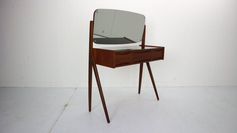 Elegant and just beautiful Danish design dressing- make up table designed by Arne Vodder in 1950s period, Denmark.  The piece features the quintessential bow tie grips on the top and bottom that are Vodder's trademark. The piece holds several