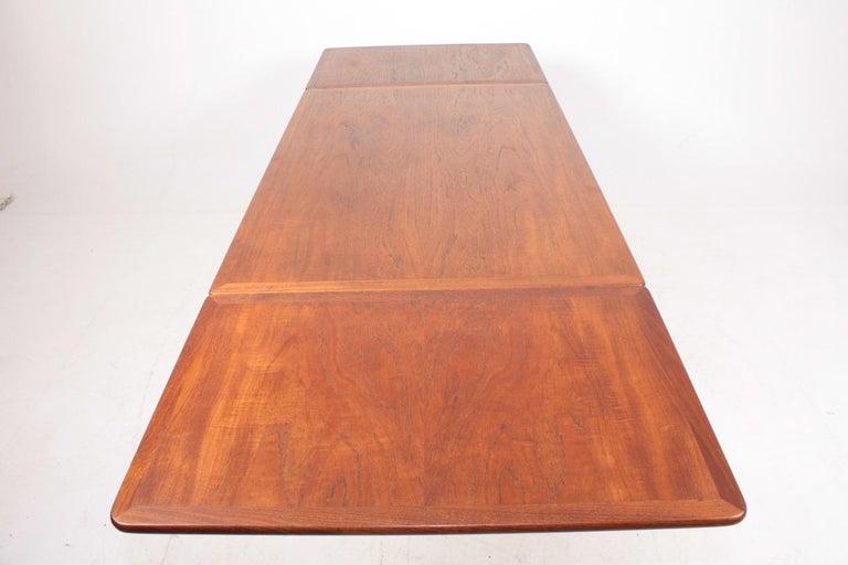 Midcentury Drop-Leaf Table in Teak Model l AT-304 by Hans Wegner, 1950 For Sale 3