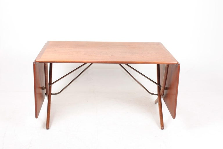 Drop-leaf table in teak and oak, designed by Hans Wegner and made by Andreas Tuck Cabinetmakers. Great original condition.