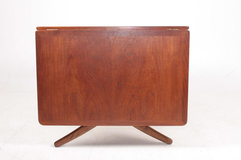Midcentury Drop-Leaf Table in Teak Model l AT-304 by Hans Wegner, 1950 In Good Condition For Sale In Lejre, DK