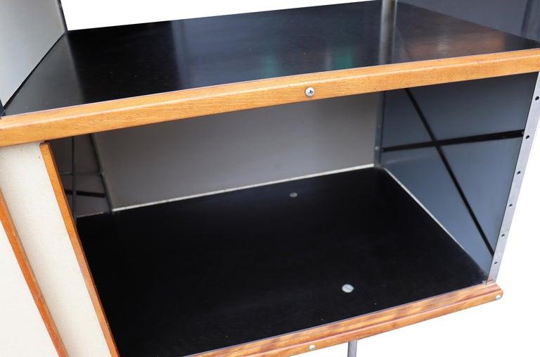 Midcentury Eames ESU 200 for Herman Miller For Sale 3