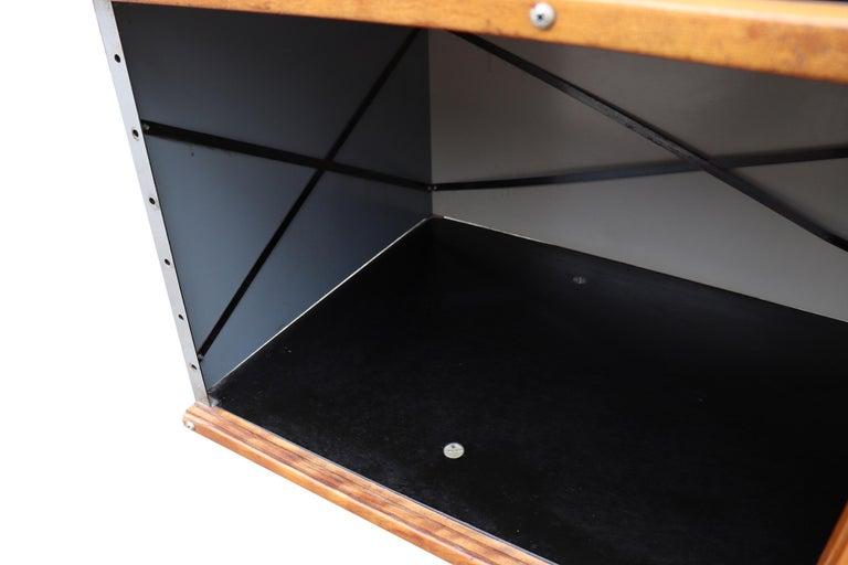 Midcentury Eames ESU 200 for Herman Miller For Sale 4