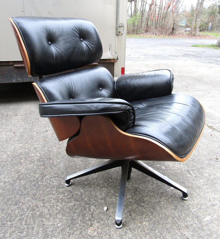 Midcentury Eames Style Swivel Lounge Chair and Ottoman In Good Condition For Sale In Brooklyn, NY