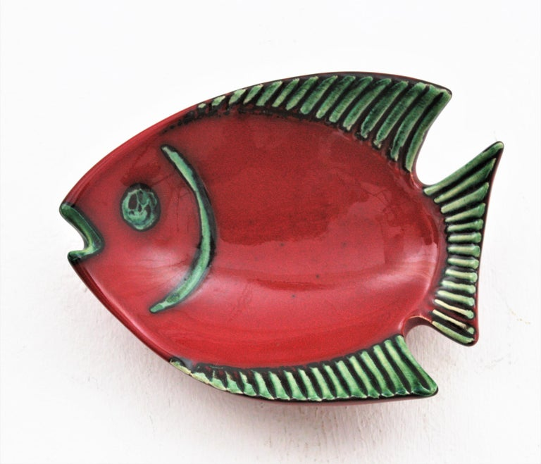 Midcentury European Ceramic Fishes Multi-Color Wall Composition In Excellent Condition For Sale In Barcelona, ES