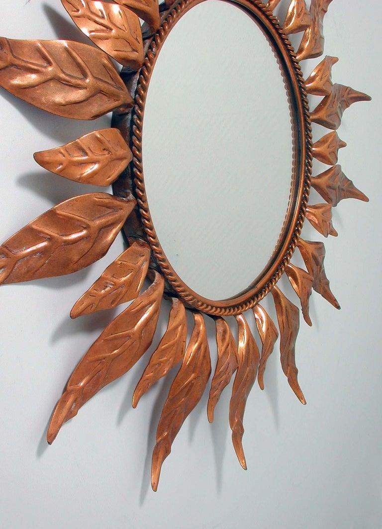 Midcentury French Copper Sunburst Wall Mirror, 1950s In Good Condition For Sale In Nümbrecht, NRW
