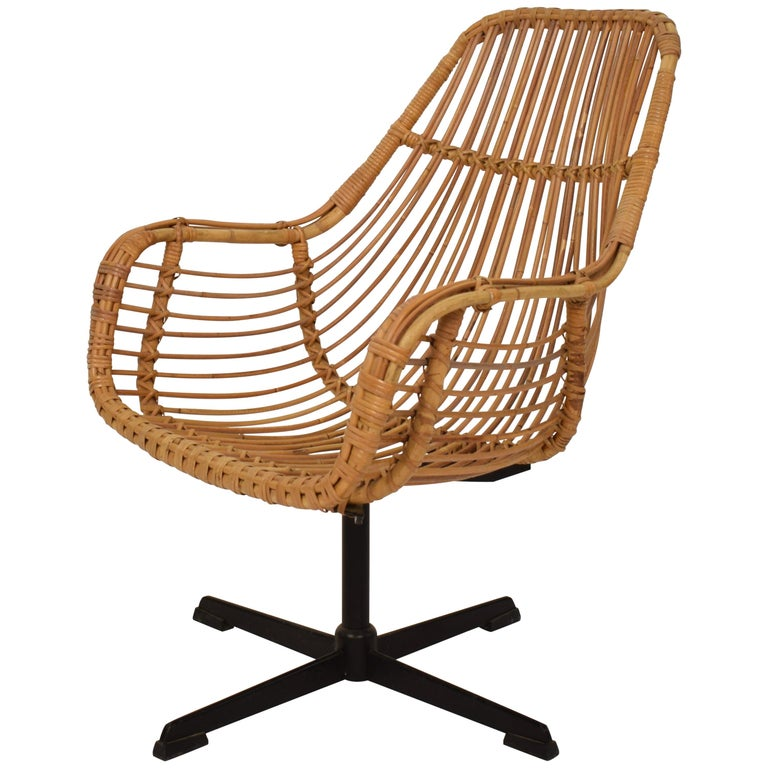 Midcentury French Rotatable Rattan Armchair with Black Metal Base For Sale