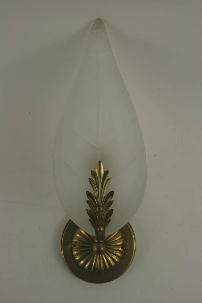 SALE 40% Discount  Midcentury Frosted Glass Leaf Sconce In Good Condition For Sale In Douglas Manor, NY
