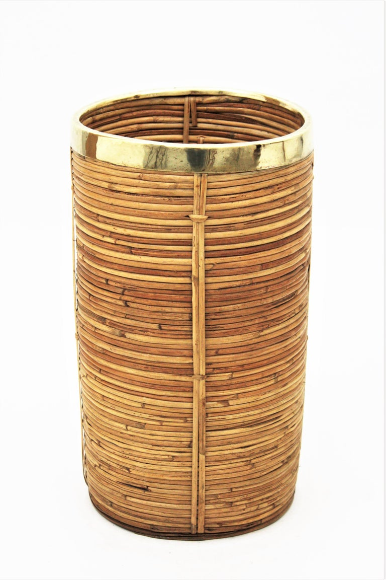 Midcentury Gabriella Crespi Style Brass and Rattan Bamboo Round Umbrella Stand In Excellent Condition For Sale In Barcelona, ES