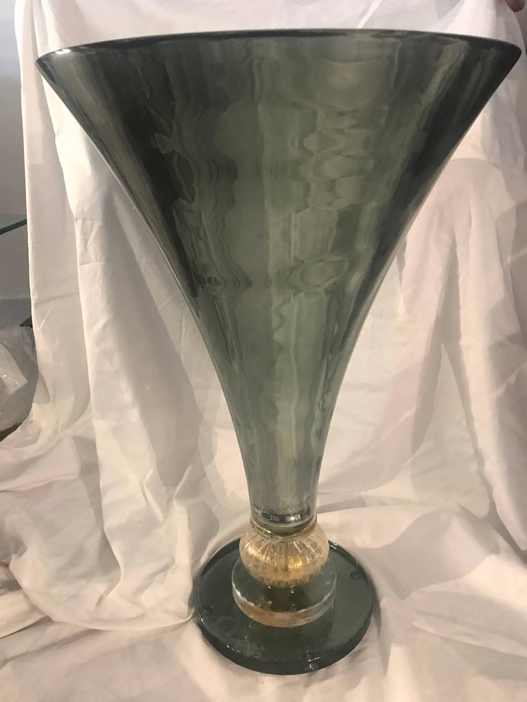 Midcentury Gio Ponti Style Italian Green Glass and Brass Table Lamp In Good Condition For Sale In Miami, FL