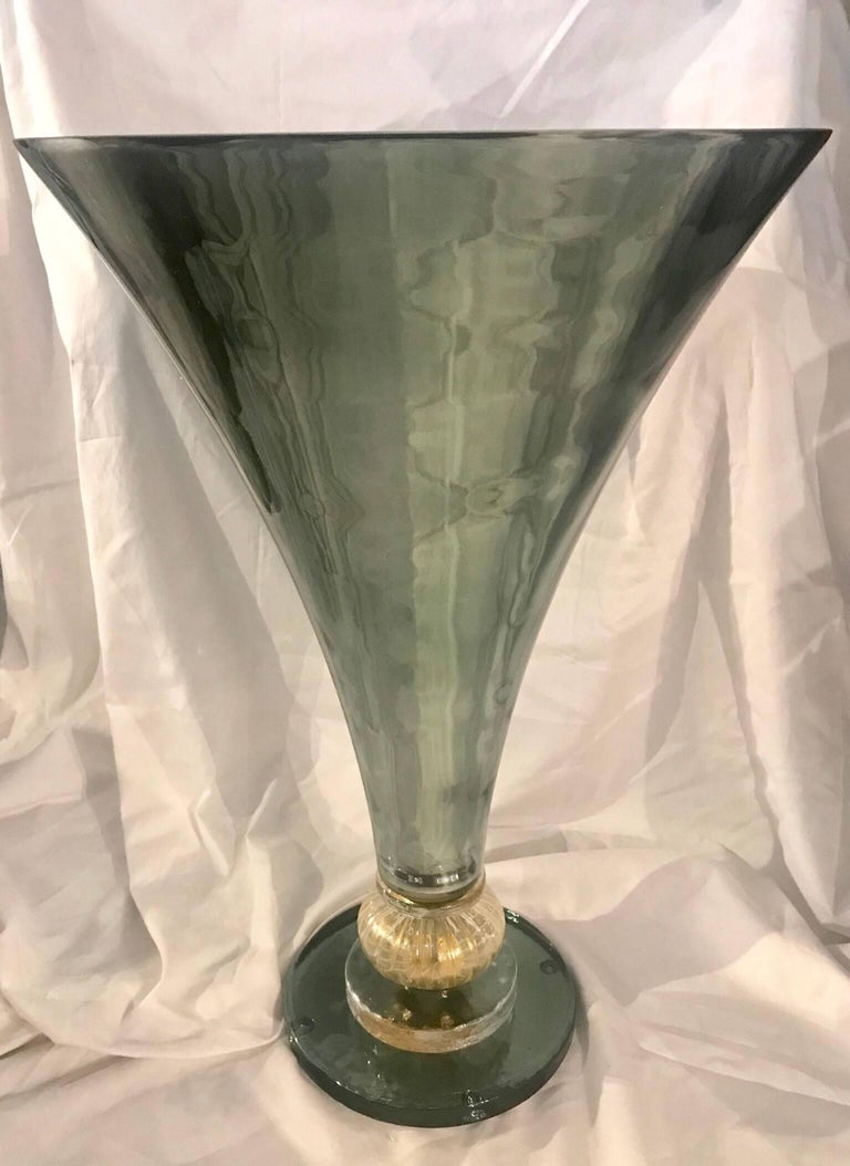 Midcentury Gio Ponti Style Italian Green Glass and Brass Table Lamp For Sale 1