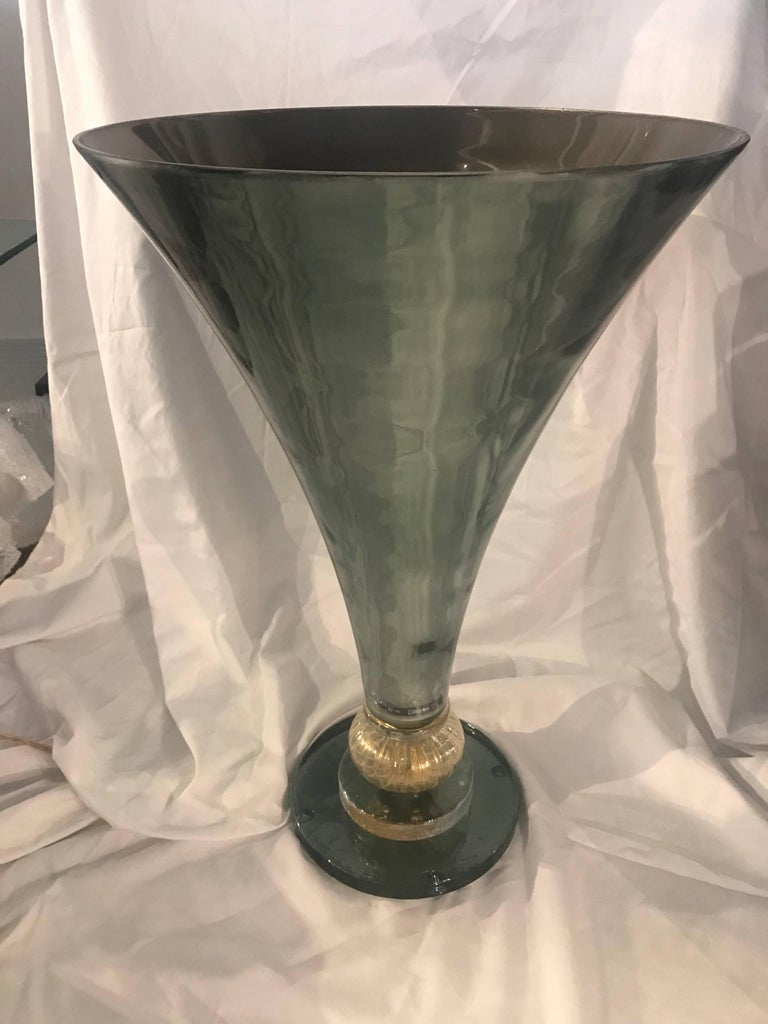 Midcentury Gio Ponti Style Italian Green Glass and Brass Table Lamp For Sale 4