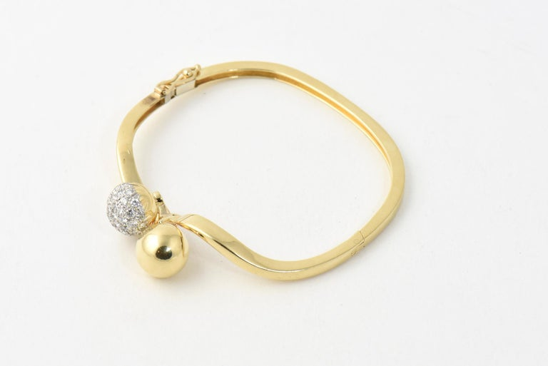 Midcentury Gold and Pave Diamond Bypass Ball Bangle Bracelet In Good Condition For Sale In Miami Beach, FL