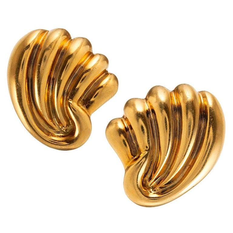Midcentury Golden Shell Motif Earrings For Sale