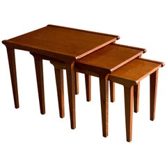 Midcentury Gordon Russell Nest of Tables Set of Three Oak, 1950s