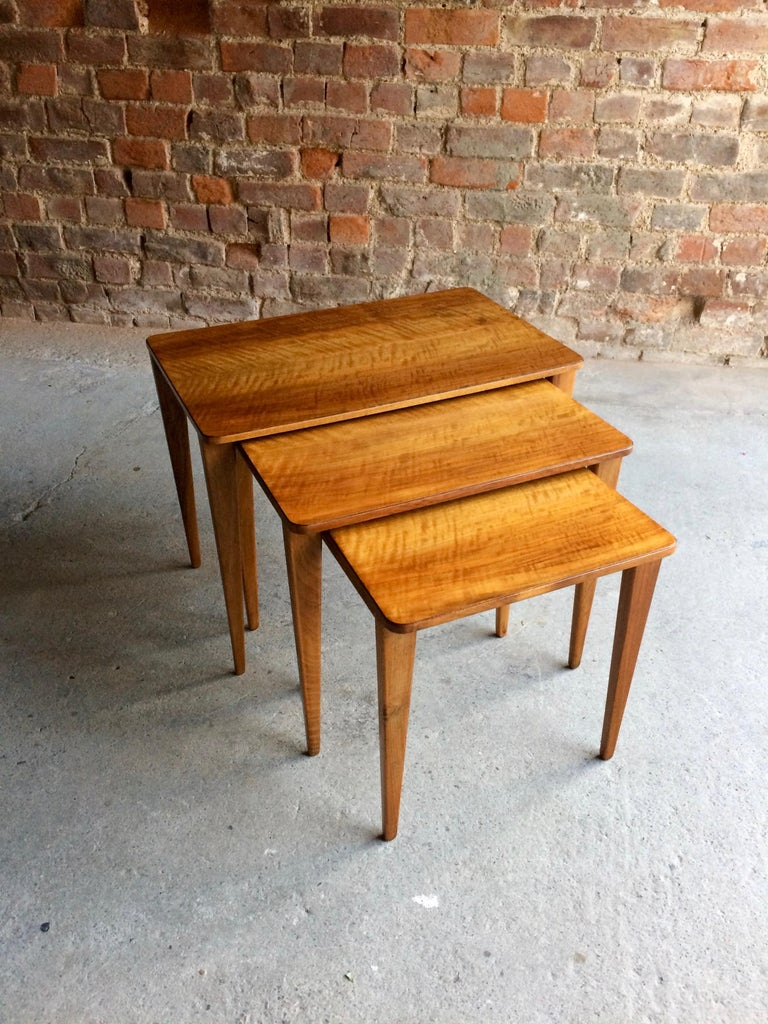 Midcentury Gordon Russell Nest of Tables Set of Three Walnut and Teak, 1950s In Good Condition For Sale In Longdon, Tewkesbury